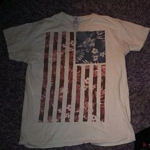 Bogo Mens rue 21 American flag shirt
